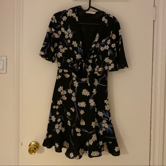 Nasty Gal Dresses & Skirts - Floral print dress with cutout